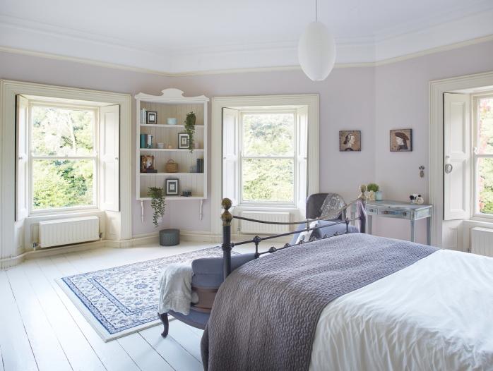 3 windows in a master bedroom