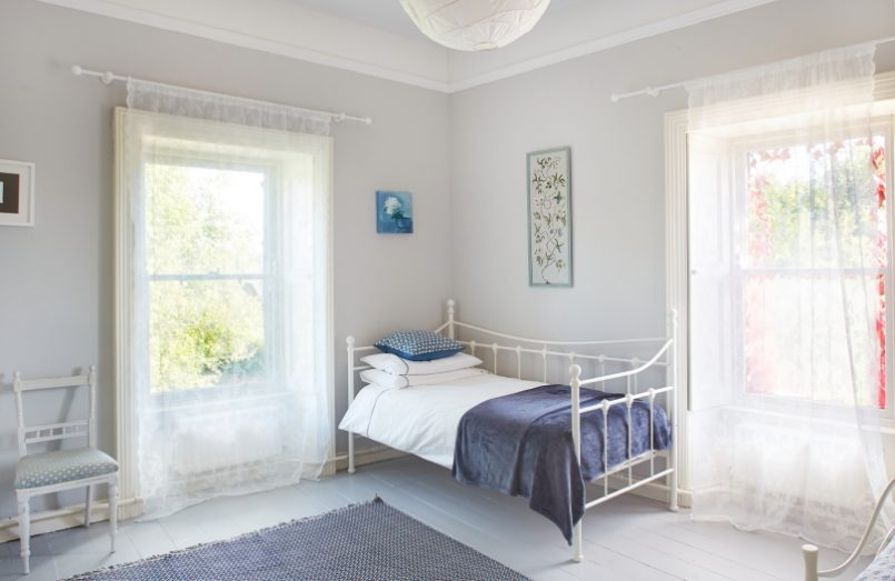 single bed in a bedroom