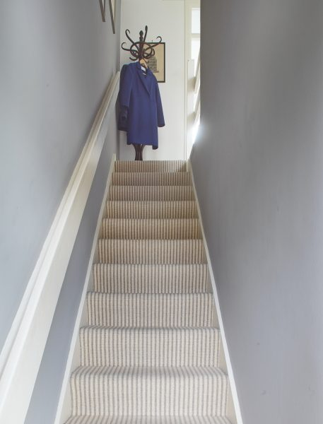 Neutral wall colour in the stairs area